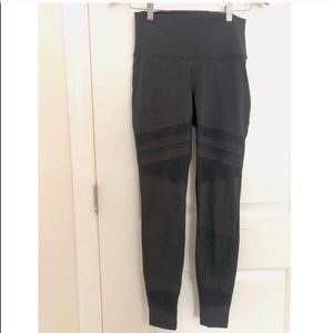 """NWT Charcoal Mesh Wunder Unders 28"""""""
